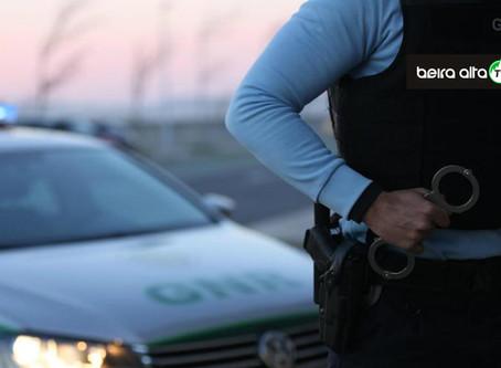 Guarda: homem de 74 anos detido por posse ilegal de arma em processo de violência doméstica