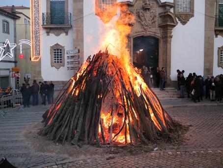 Madeiro de Natal voltou a aquecer a Guarda
