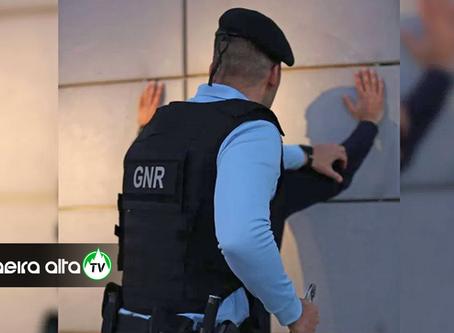 Homem de 45 anos detido por violência doméstica em Vila Nova de Foz Côa