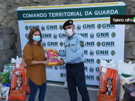GNR da Guarda entregou 500 quilos de ração a 3 associações de proteção animal