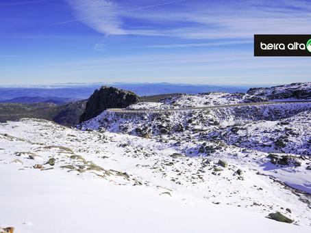Estradas de acesso à Serra da Estrela cortadas devido à neve