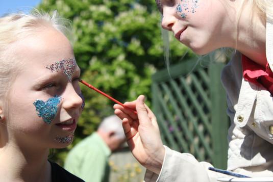 hire glitter makeup artist uk - ecoglitt