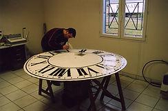 Restauration d'horloge en atelier.jpg