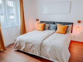 Schlafzimmer B, D