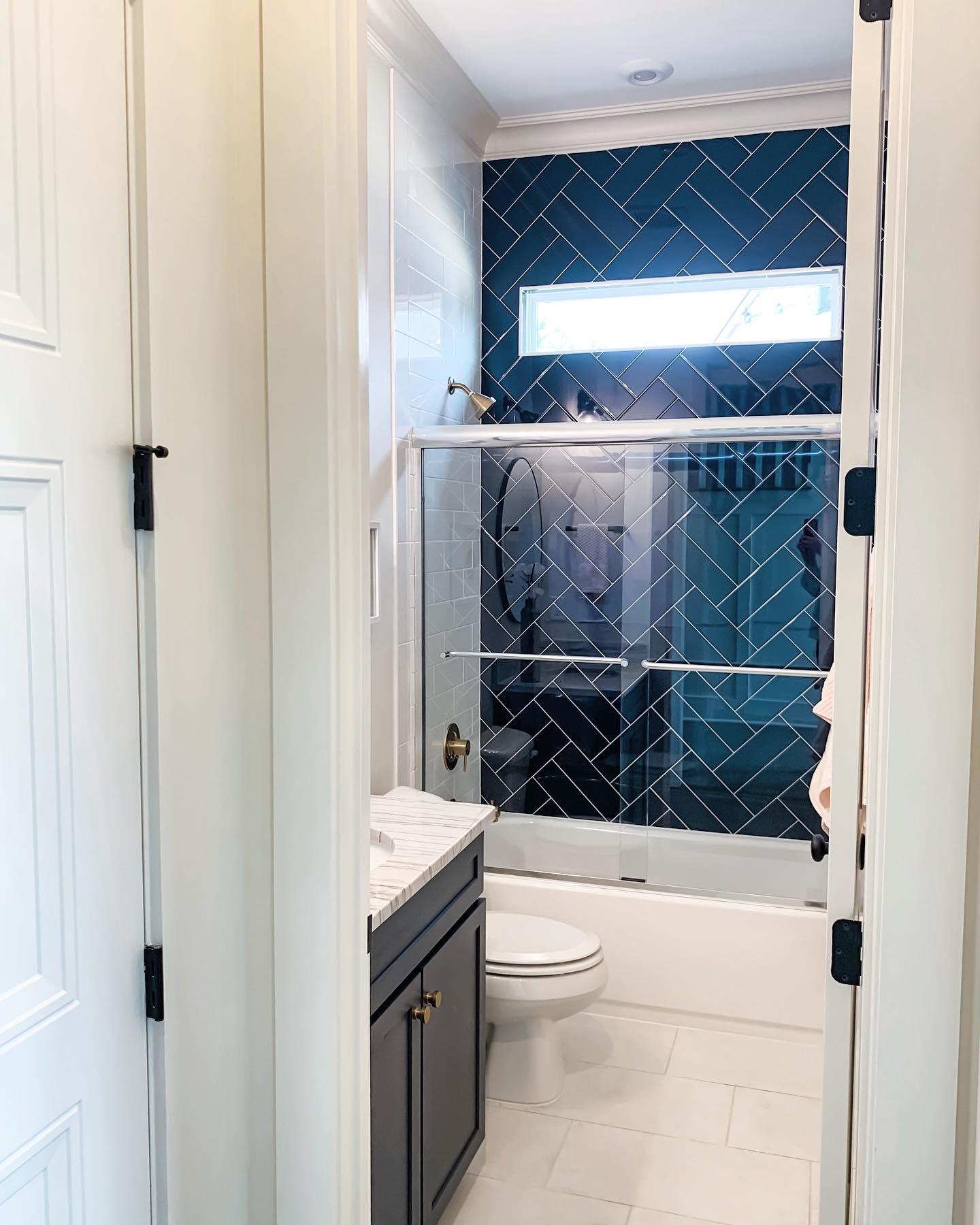 Robin II Downstairs Shower