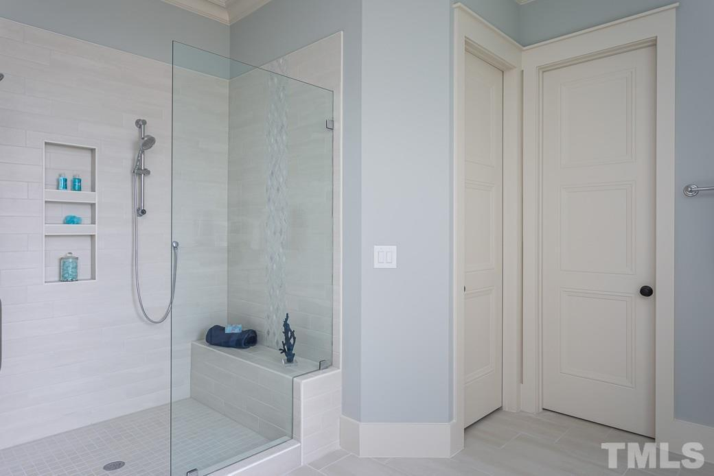 Robin II Shower