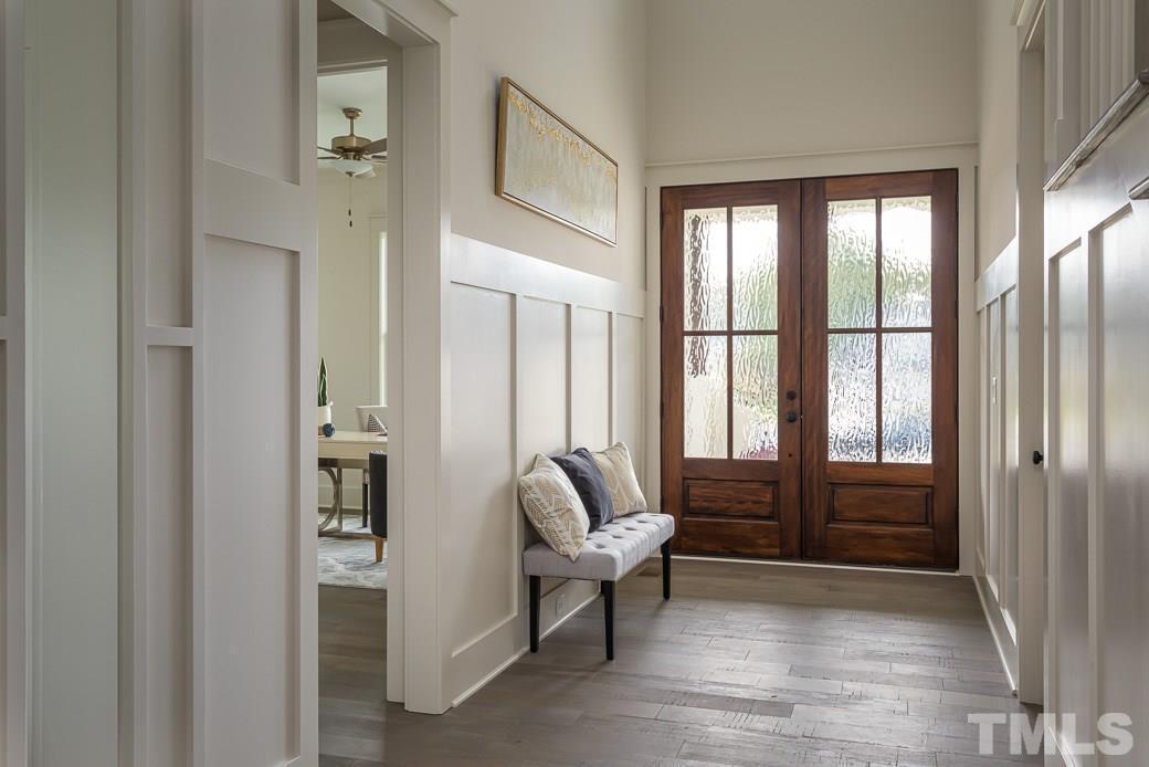 Robin II Foyer