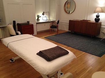 Massagebriks i behandlerrum i City Kropsterapi i Knabrostræde i KBH K