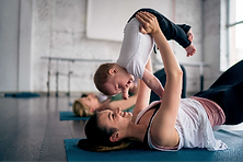 Yoga avec bébé qui se déplace, cours à Nantes, yoga bébé
