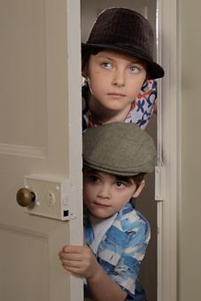 JAFFACAKES SHORT FILM arthrofilm. peaking through the door