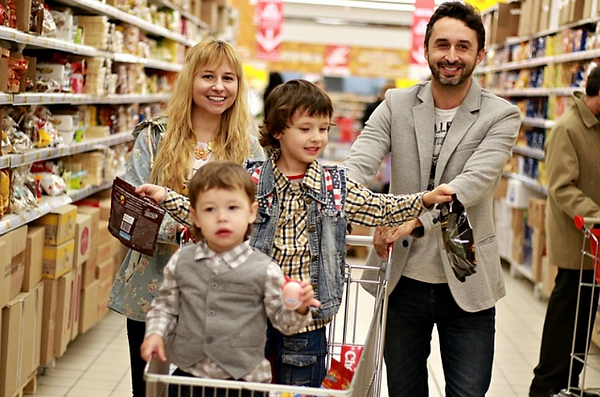 Grocery shopping family.PNG