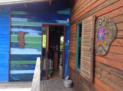 Mur à la chaux et pigments colorés
