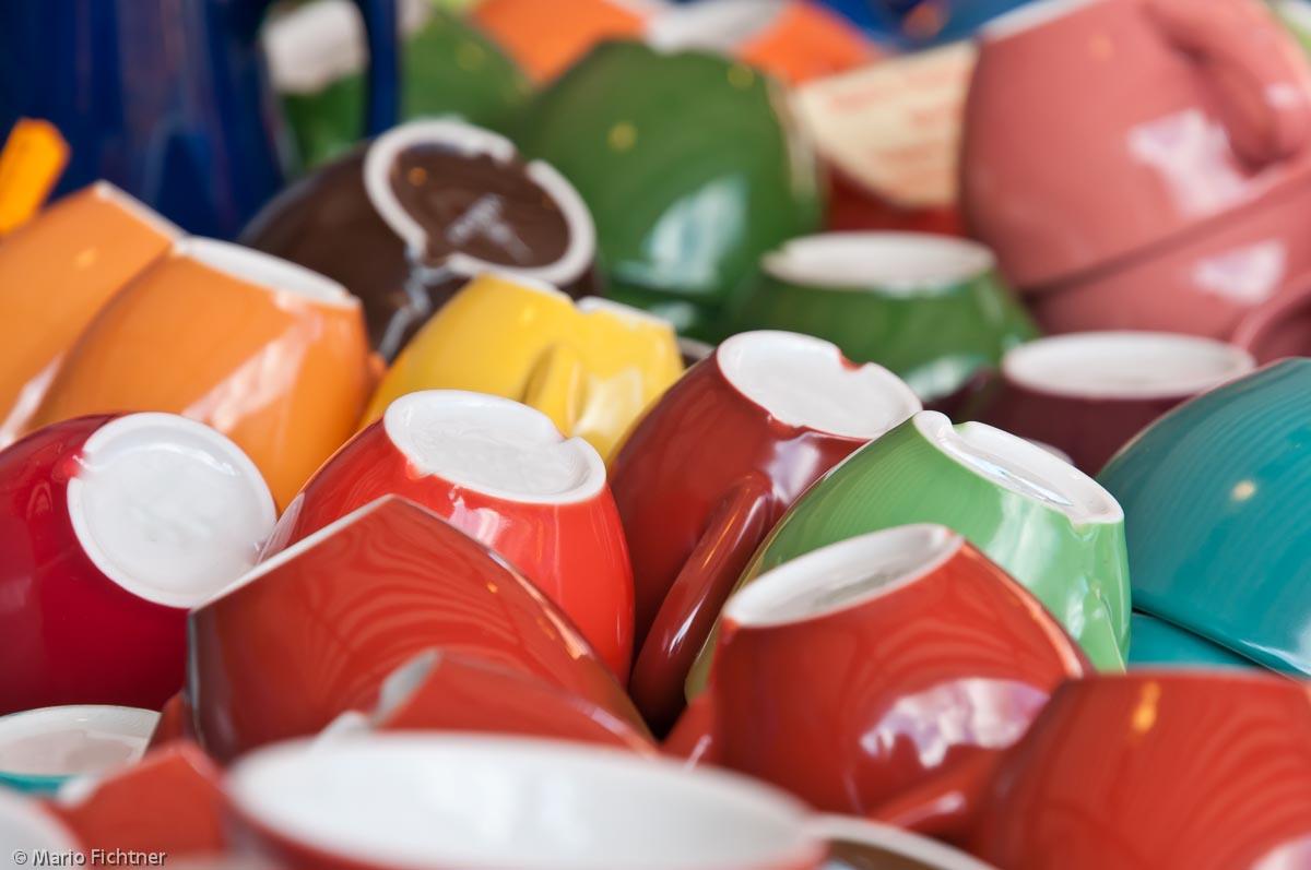 tasse-geschirr-bunt-handel-0615.jpg