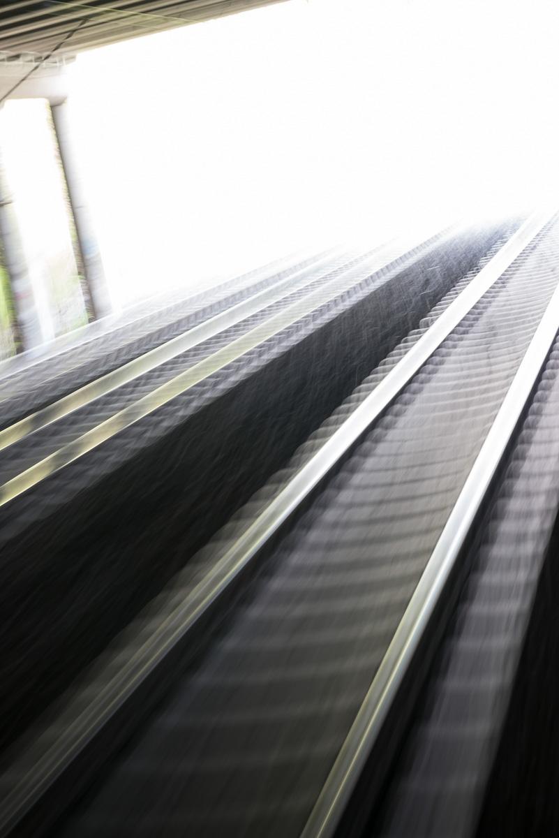 Abstrakte Bahnschienen 7034.jpg