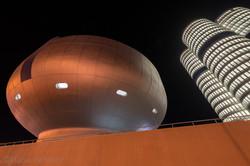 nacht-bauwerk-futuristisch-5317.jpg