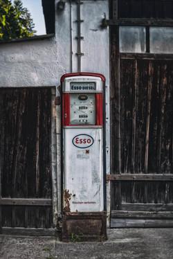 Old gas pump 7982