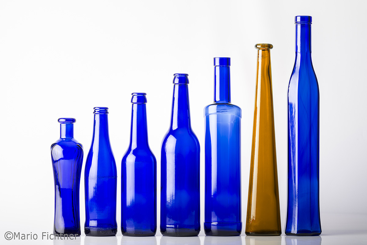 flasche-blau-glas-reihe-1165.jpg