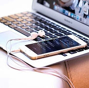 apple-golden-iphone-pc-Favim.com-3882525