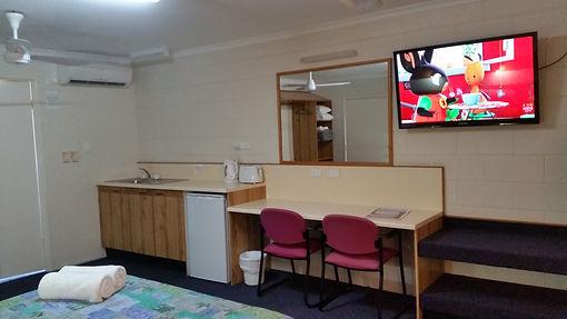 Sandcastle Motel- Queen Room