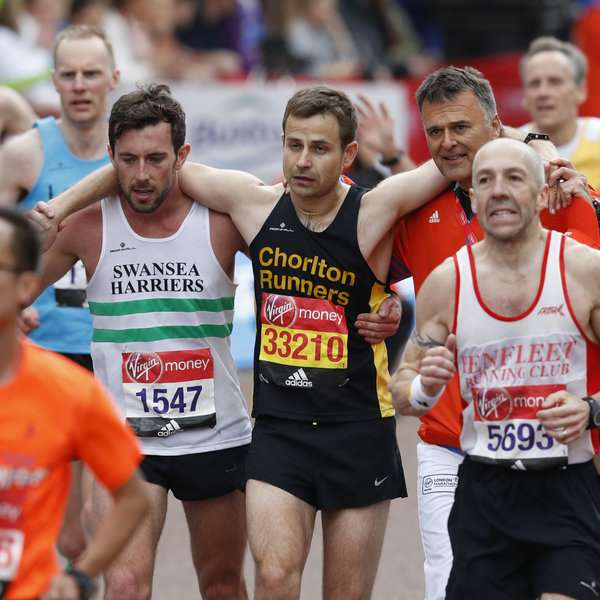 Swansea Harrier stops to help fellow runner get over finish line