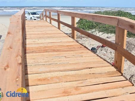 Com o apoio da comunidade, Prefeitura constrói passarela