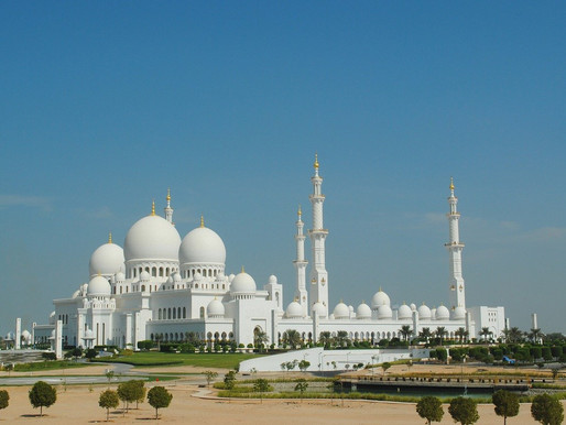 """La hermosa mezquita de """"Sheikh Zayed"""" de Abu Dhabi, en los Emiratos Árabes Unidos."""