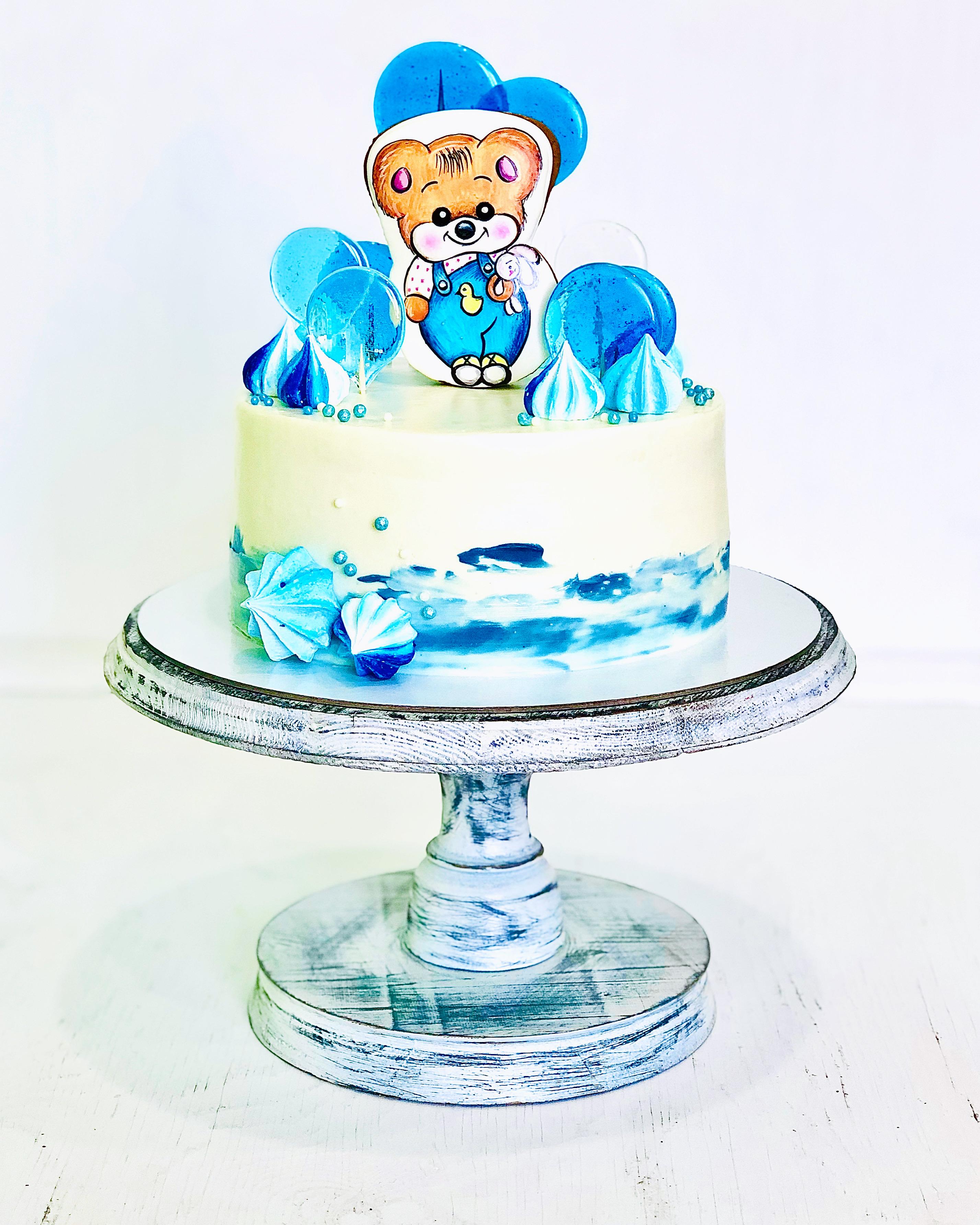 Торт с пряничным мишкой