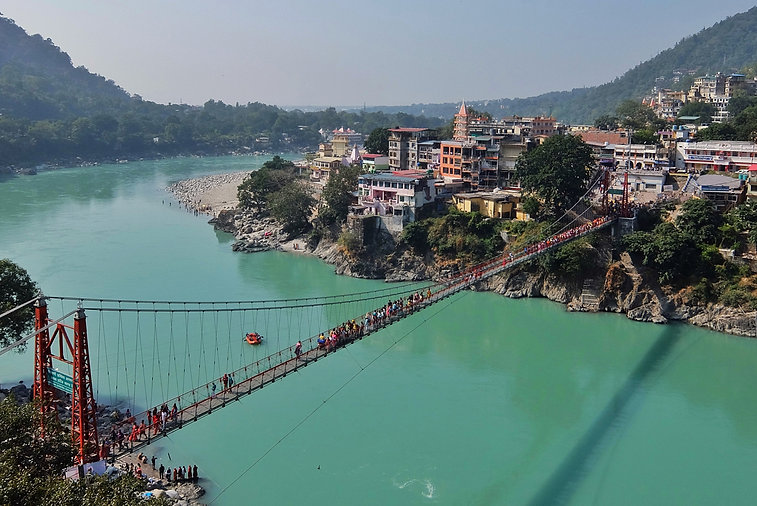 Ganga-river-embankment-and-Lakshman-Jhul