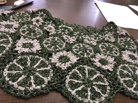 モチーフ編みヨークのベスト