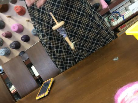糸紡ぎと汚毛洗い