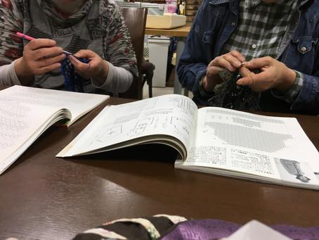 金曜日の夜の編物教室