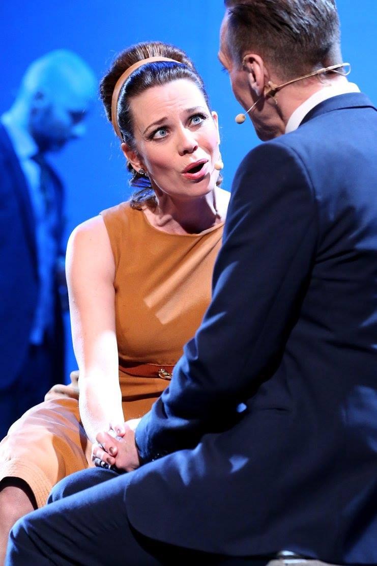Anna-Maria Hallgarn som Carmencita och Rolf Lydahl som Åke. Foto: Karina Ljungdahl