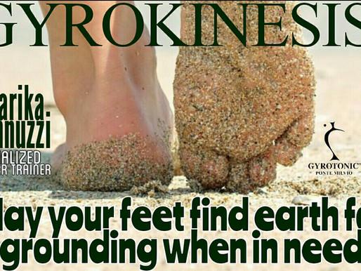 A piedi nudi per connettersi con l'energia della terra: i benefici del 'Grounding'