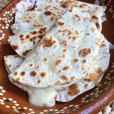 Quesadillas con Masa de Tortillas Caseras