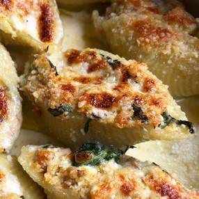 Pasta Rellena Conchiglione Con Berenjena, Zanahoria y Ricotta