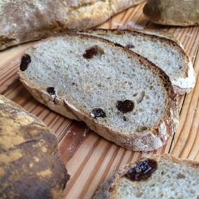 Pan de Centeno con Pasas de Uva y Semillas de Eneldo