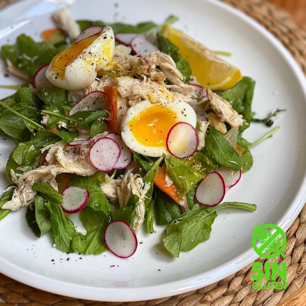 Ensalada de pollo y rúcula