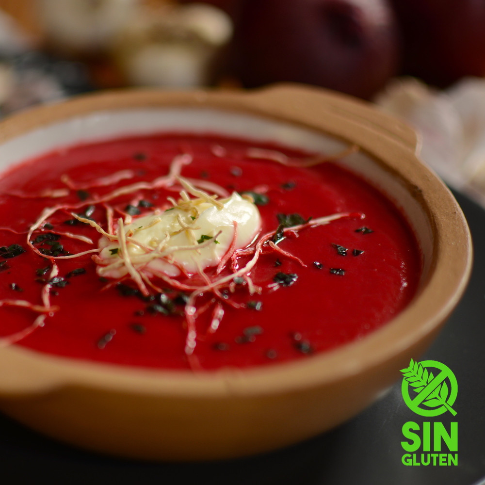Sopa de remolacha con raíz de puerros