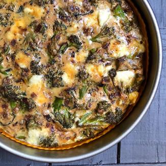 Tarta de Cebolla Morada Caramelizada y Brócoli