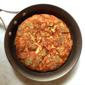 Tortilla de Brócoli y Salchicha Parrillera