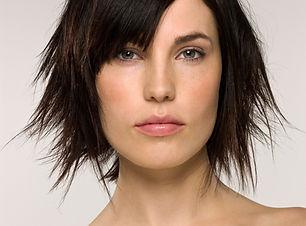 Modèle cheveux courts