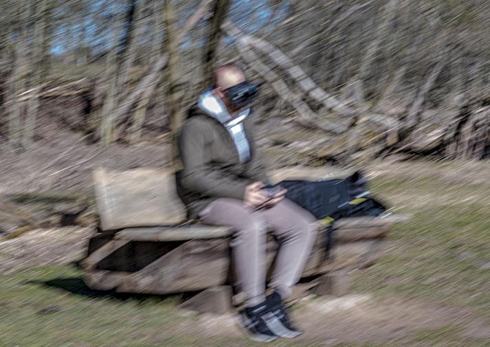 Vlucht Voor even ontsnapt, gevlucht in een virtuele realiteit.  Kijkend, vrij als een vogel.
