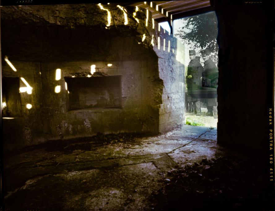 (4) Artillerie buiten bunker.jpeg