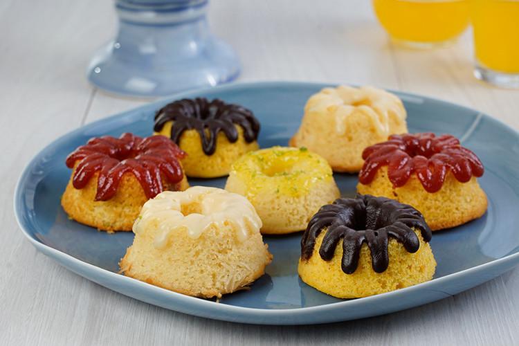 Mini bolos (coco, goiabada, laranja, limão, cenoura)