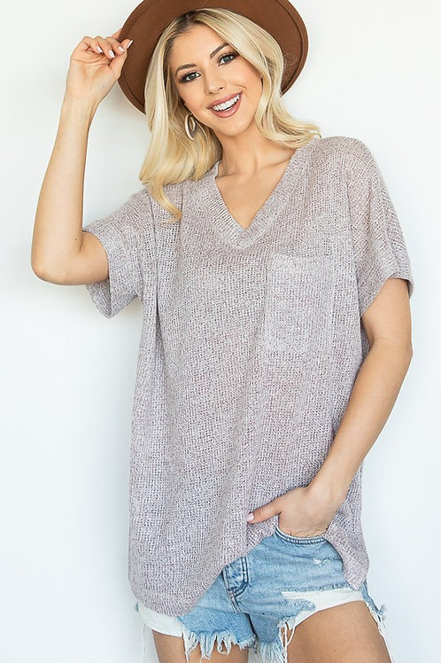 TWO-TONE SUMMER KNIT POCKET TOP WITH V NECKLINE AND SHORT SLEEVES
