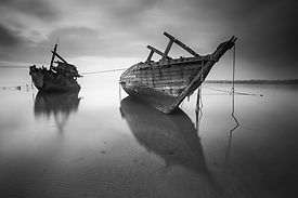 beach-black-and-white-boats-89095.jpg