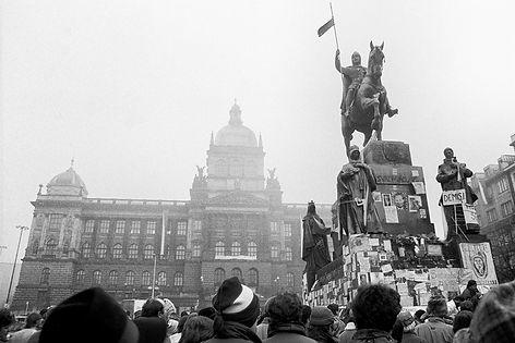 Praha-listopad_1989-004-Vit_Madr.jpg