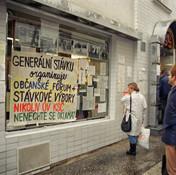 Brno-ulice--listopad_1989-012-Vit_Madr.j