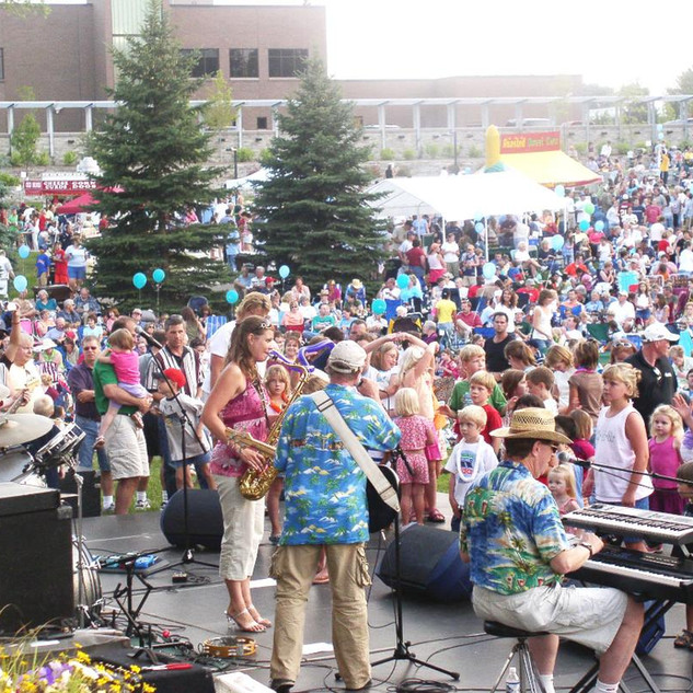 A huge crowd parties with The Castaways at Hilde Center in Plymouth!