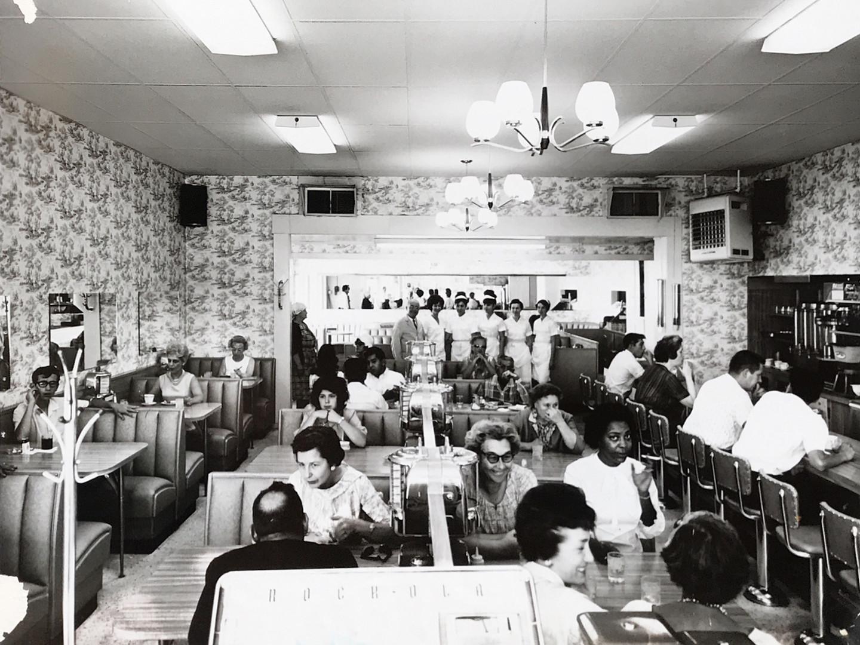 Vintage-Lindy's-Dining-Room.jpg